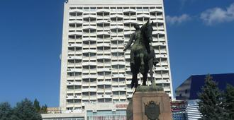 考斯莫斯酒店 - 基希訥烏 - 建筑