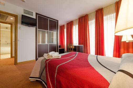 圣地亚哥时尚鸟巢酒店 - 圣地亚哥-德孔波斯特拉 - 睡房