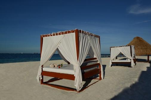 特权阿鲁克斯 - 女人岛 - 海滩