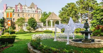 1886年新月酒店及Spa - 尤里卡斯普林斯 - 户外景观