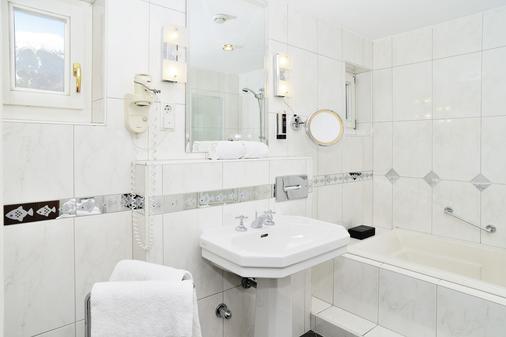 因斯布鲁克施瓦泽阿德勒酒店 - 因斯布鲁克 - 浴室