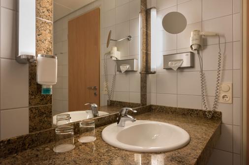 柏林特雷普托nh酒店 - 柏林 - 浴室