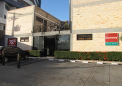 伊科诺米福莱特旅馆 - 纳塔尔 - 停车场