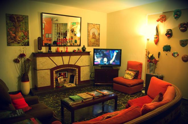维拉米拉弗洛雷斯之家住宿加早餐酒店 - 利马 - 客厅