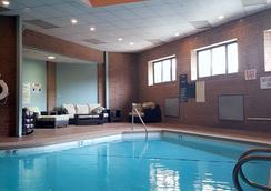 高点丽筠酒店 - 海波因特 - 游泳池