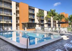奥兰多欧陆广场酒店 - 奥兰多 - 游泳池