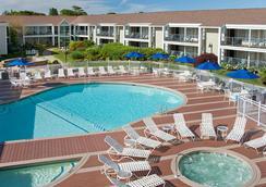 Hyannis Harbor Hotel - 海恩尼斯 - 游泳池