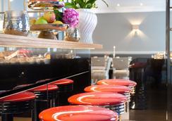 Suitehotel Windhuk - 韦斯特兰 - 酒吧