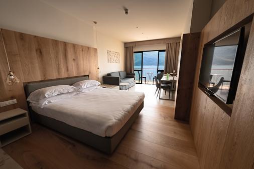 富丽堂皇的宫殿酒店 - Limone sul Garda - 睡房