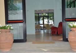 Hotel Holiday - 米萨诺阿德里亚蒂科 - 大厅