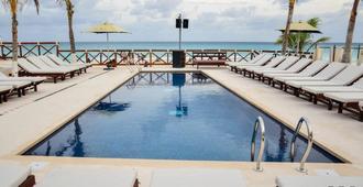 坎昆卡斯蒂利亚庄园酒店 - 坎昆 - 游泳池