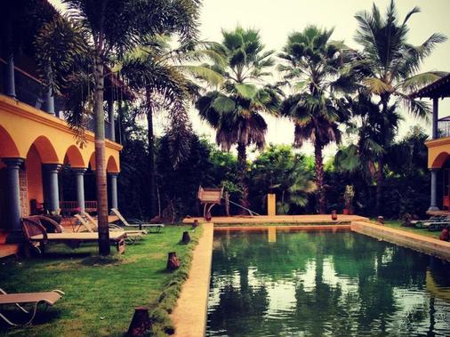 海酒店 - Morjim - 游泳池