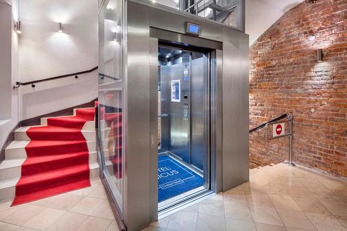 多布里酒店 - Krakow - 楼梯