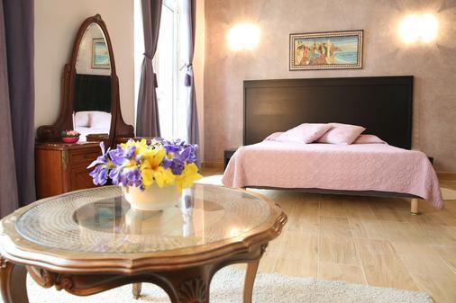 阿尔梅农维拉酒店 - 尼斯 - 睡房