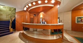 斯图加特市大道新奇酒店 - 斯图加特 - 柜台