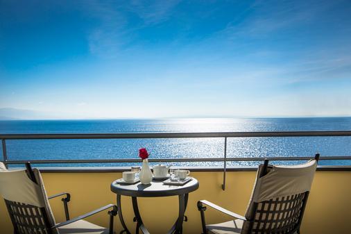 科瓦内尔雷米森高级酒店 - 奥帕提亚 - 阳台