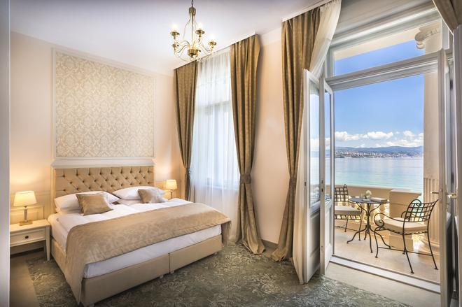 雷蒙森斯高级豪华宫殿酒店 - 奥帕提亚 - 睡房