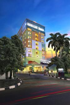 格朗德坎迪酒店 - 三宝垄 - 建筑