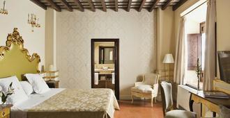 格拉纳达卡萨1800酒店 - 格拉纳达 - 睡房