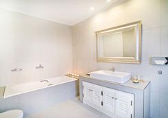 阿加利酒店 - 菲罗斯特法尼 - 浴室