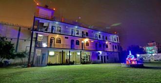 曼加兰宫酒店 - 勒克瑙机场 - 勒克瑙