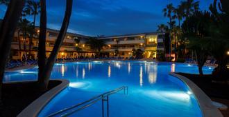 伊波索尔S颂凯海洋酒店 - 帕尔马诺瓦 - 游泳池