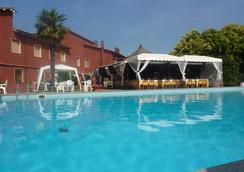 伊尔卡夏托雷酒店 - 奥尔贝泰洛 - 游泳池