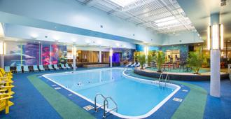 尼亚加拉瀑布喜来登酒店 - 尼亚加拉瀑布 - 游泳池