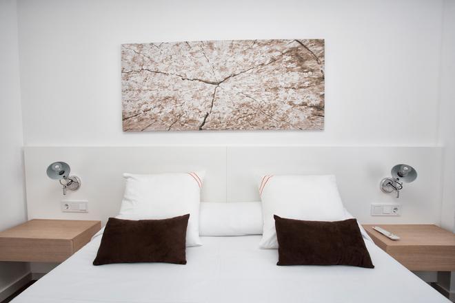 老伊维萨太阳公寓酒店 - 伊维萨镇 - 睡房