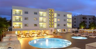 伊维萨太阳公寓酒店 - 伊维萨镇