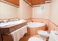 圣莫妮卡海滩酒店 - 萨洛 - 浴室