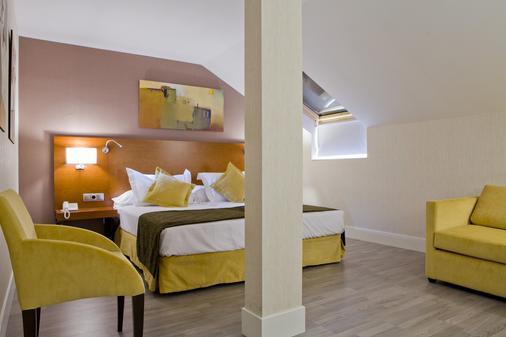 托莱多门酒店 - 马德里 - 睡房