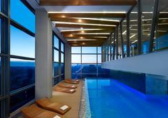 萨格勒布希尔顿逸林酒店 - 萨格勒布 - 游泳池