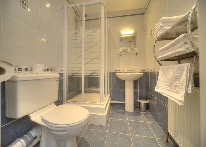洛合奈尔阿姆斯宾馆 - 奥本 - 浴室