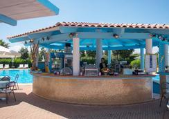 吉奥运动疗养度假村 - 奥尔比亚 - 酒吧