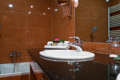 地球村酒店 - 奥尔比亚 - 浴室