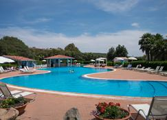 地球村酒店 - 奥尔比亚 - 游泳池