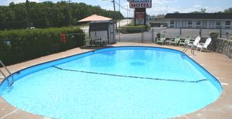 湖滨灯塔旅馆 - 欧塞奇湾泳滩 - 游泳池