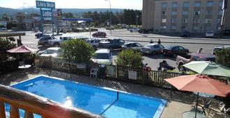 懒熊旅舍 - 克兰布鲁克 - 游泳池