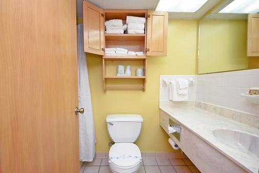 北桑德布洛德沃克假日酒店 - 默特尔比奇 - 浴室