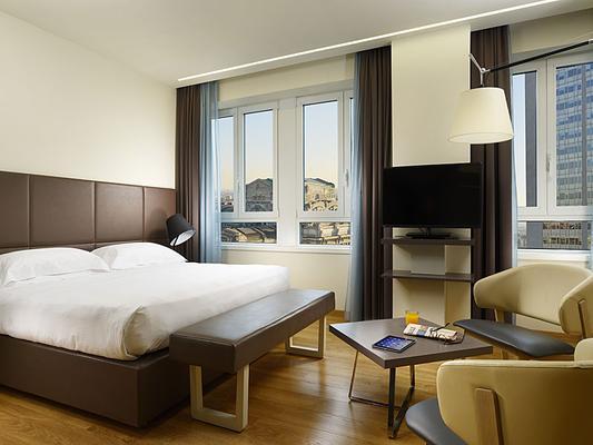 乌纳世纪酒店 - 米兰 - 睡房