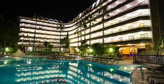 萨鲁港水疗黄金酒店 - 萨洛 - 游泳池