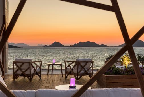 博德鲁姆海滩瑞士度假酒店 - 博德鲁姆 - 酒吧