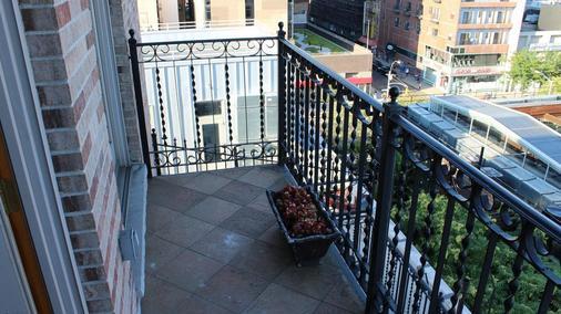纽约市蓝月亮酒店 - 纽约 - 阳台