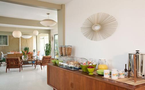 德尔马科斯酒店 - 仅限年满21岁的成人 - 棕榈泉 - 自助餐
