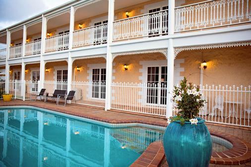 怀特蕾丝汽车旅馆 - 麦凯 - 游泳池