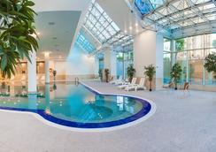 阿斯塔纳华美达酒店 - 阿斯塔纳 - 游泳池