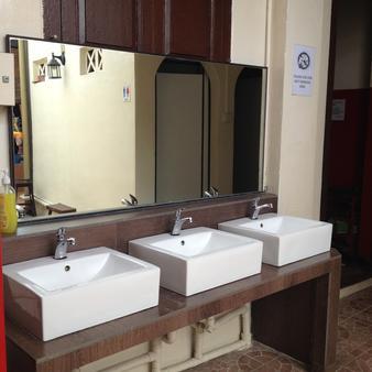 新加坡武吉士沉睡奇伟酒店 - 新加坡 - 浴室
