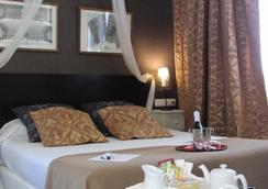 Hotel Bellas Artes - 赫雷斯-德拉弗龙特拉 - 睡房