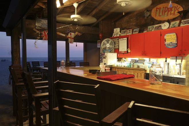 海豚滩度假村 - 圣皮特海滩 - 酒吧